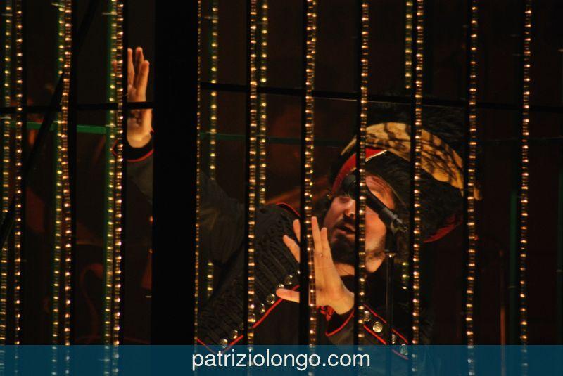 vinicio-capossela-mani-sinistra-12-08.jpg