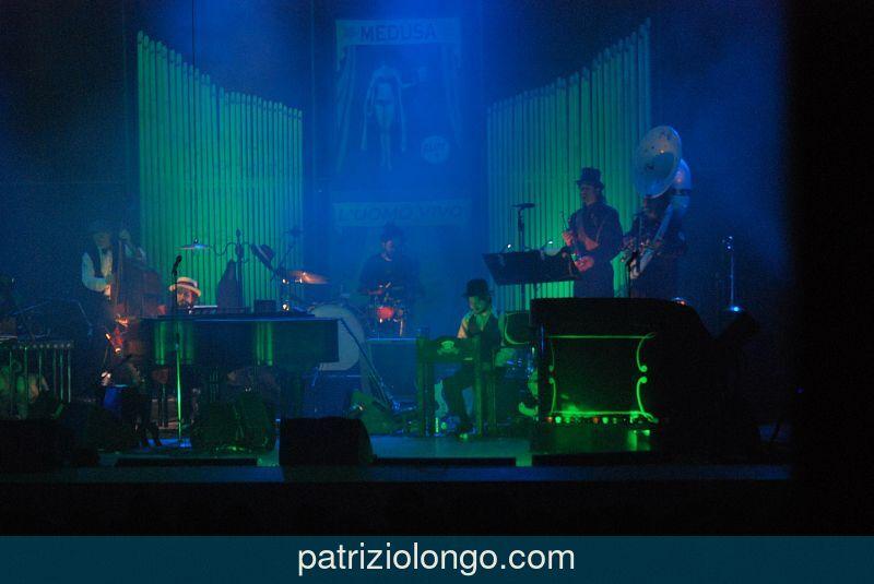 vinicio-capossela-piano-12-08.jpg